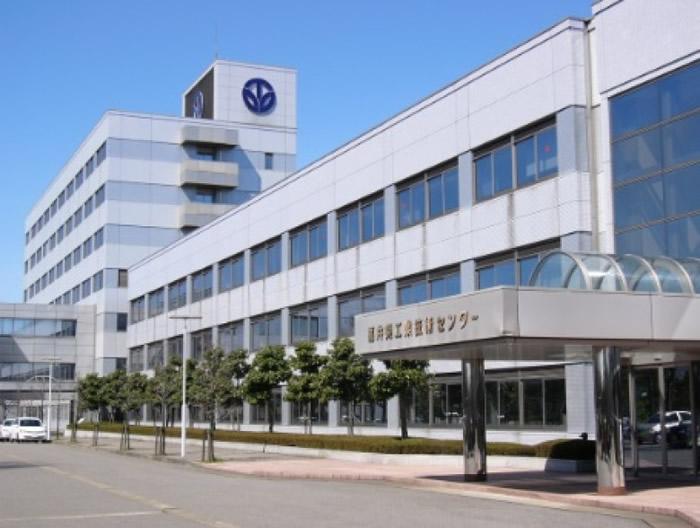 福井县工业技术中心一起研发。