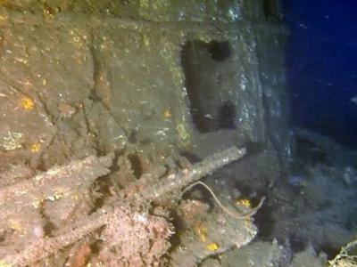 """日本团队在若狭湾海底发现二战德国制潜艇""""吕500号"""""""
