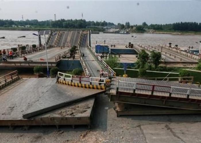 山东济南泺口拆除浮桥。