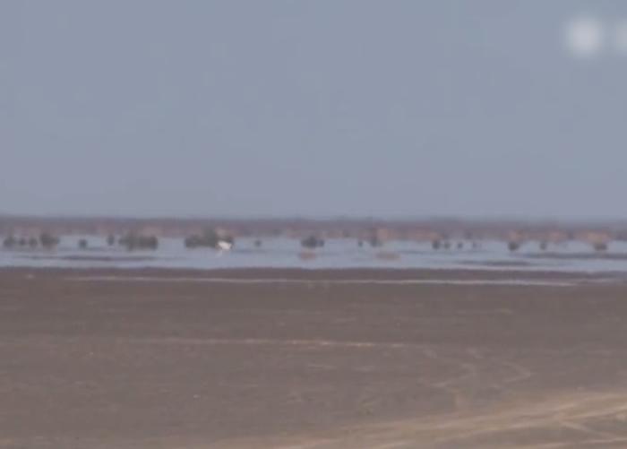 新疆鄯善出现海市蜃楼奇观 沙漠深处浮现湖泊