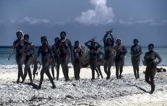 """印度洋安达曼群岛""""加洛瓦""""部落与世隔绝5.5万年 高速公路或导致其10年内消失"""