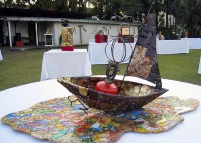 艺术家把珠峰的垃圾改造成雕塑出售,收益赠予珠峰清理队。