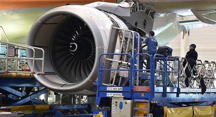 """英国罗尔斯-罗伊斯公司研发小型""""蟑螂""""机器人 可进入航空发动机内部检查"""