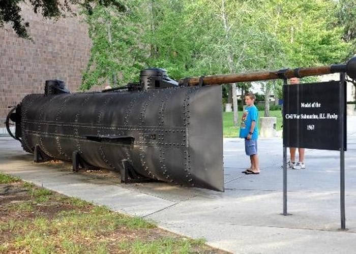 汉利号的残骸存放于南卡罗莱纳州北查尔斯顿市的博物馆。