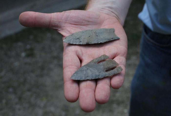 出土的石器包括一些投掷器具。