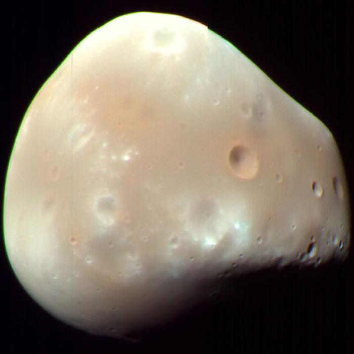 火星侦察轨道卫星拍摄的火星卫星:德摩斯。影像来源:NASA