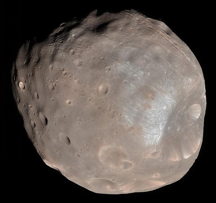 火星侦察轨道卫星拍摄的火星卫星:佛勃斯。影像来源:NASA