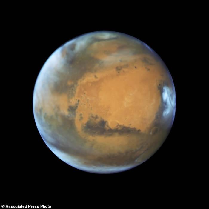 科学家用雷达探测发现火星极地冰层下有一个液态水湖泊