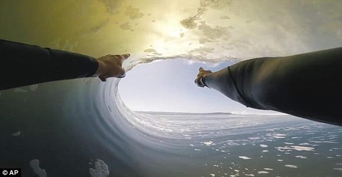 """美国夏威夷23岁男子赴非洲纳米比亚骷髅海岸成功征服""""怪兽级巨浪"""""""