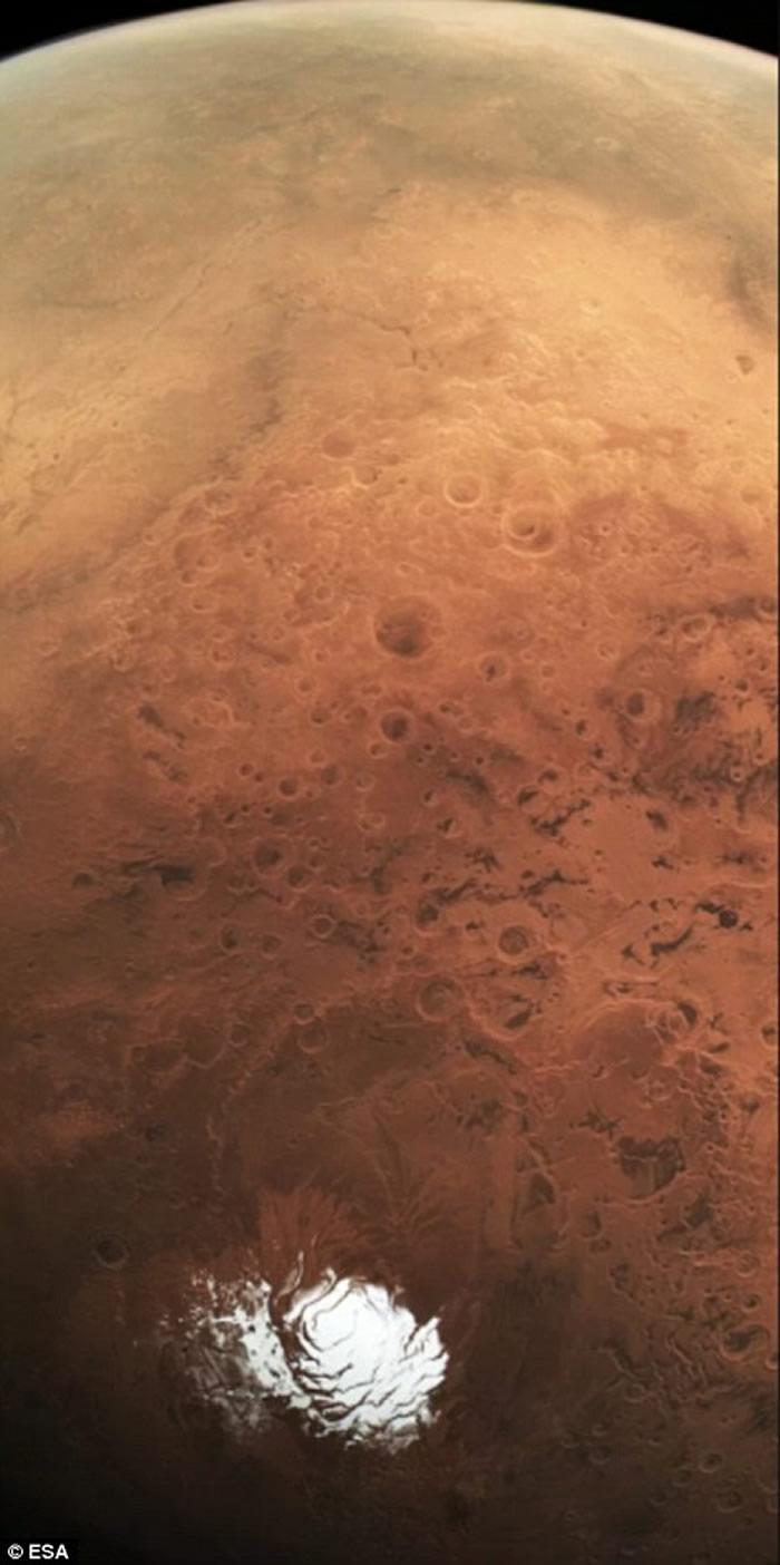 火星南极高原首次发现地下液态水湖 存在生命机会大增