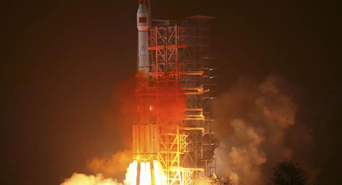 中国在西昌卫星发射中心用长征三号乙运载火箭发射第33、34颗北斗导航卫星