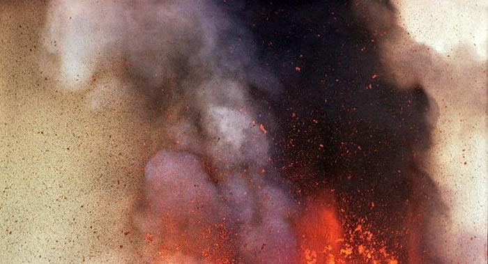 俄罗斯千岛群岛埃别科火山喷出高达3000米灰柱