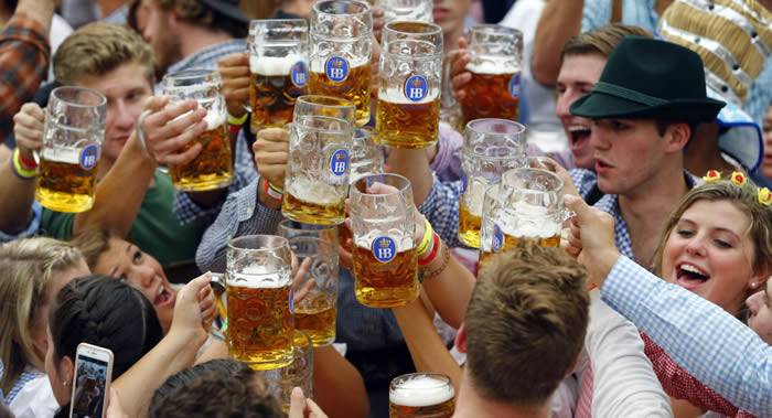 科学家发现少量饮用啤酒有益 能减少患心血管疾病风险