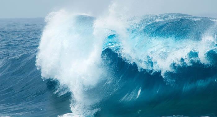 """英格兰南安普敦大学科学家揭开百慕大三角船舶失踪之谜:100英尺的""""海浪杀手"""""""