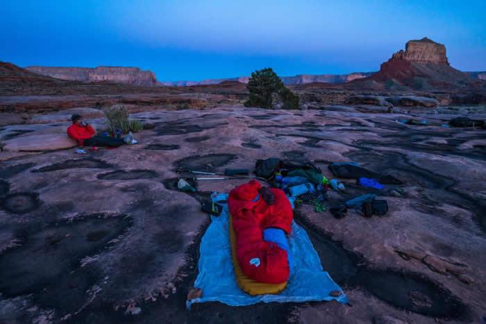 背包客在大峡谷北侧露营。 PHOTOGRAPH BY PETE MCBRIDE, NATIONAL GEOGRAPHIC CREATIVE
