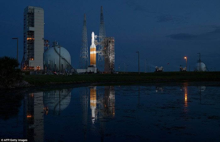 """NASA""""帕克太阳探测器""""发射升空 史上最接近太阳"""