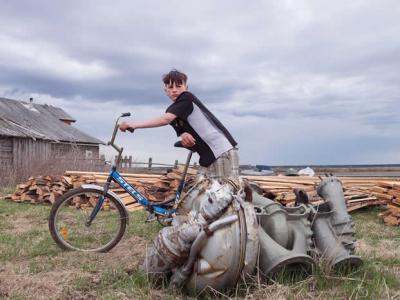 俄罗斯偏远村落居民靠回收前苏联剧毒火箭零件赚钱