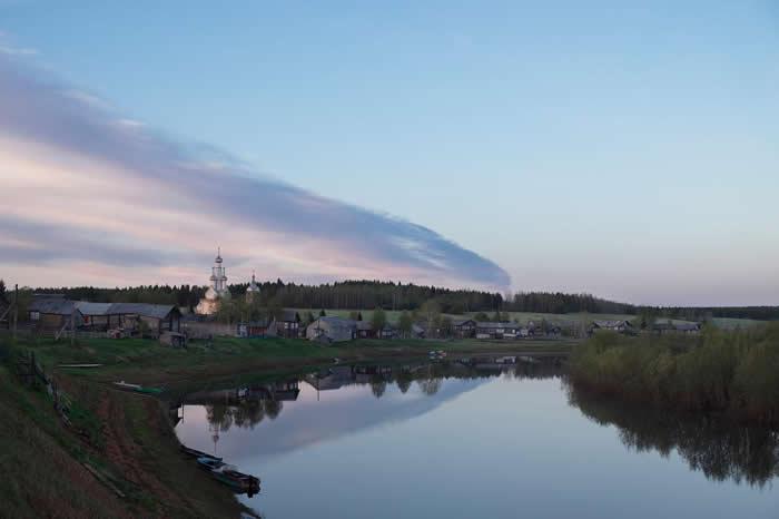金沙(Kimzha)是坐落在梅泽河畔的迷人村落,曾在2016年被提名为俄罗斯最美丽的村庄之一。自1960年代以来,就有数十具火箭掉在金沙周围的森林里。 PHOT