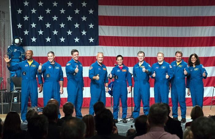 宇航员现身记者会。