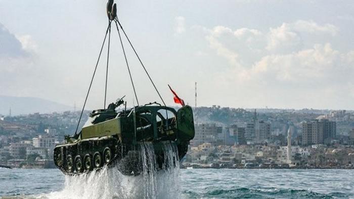 黎巴嫩坦克沉入地中海当人工鱼礁 炮口不忘对准以色列
