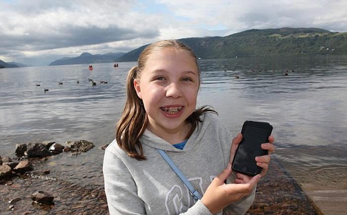 """英国12岁女童度假近距离拍到""""最好的尼斯湖水怪照片"""""""