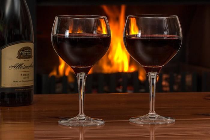 大型研究指偶尔小酌红酒或啤酒都会增加健康问题和死亡风险