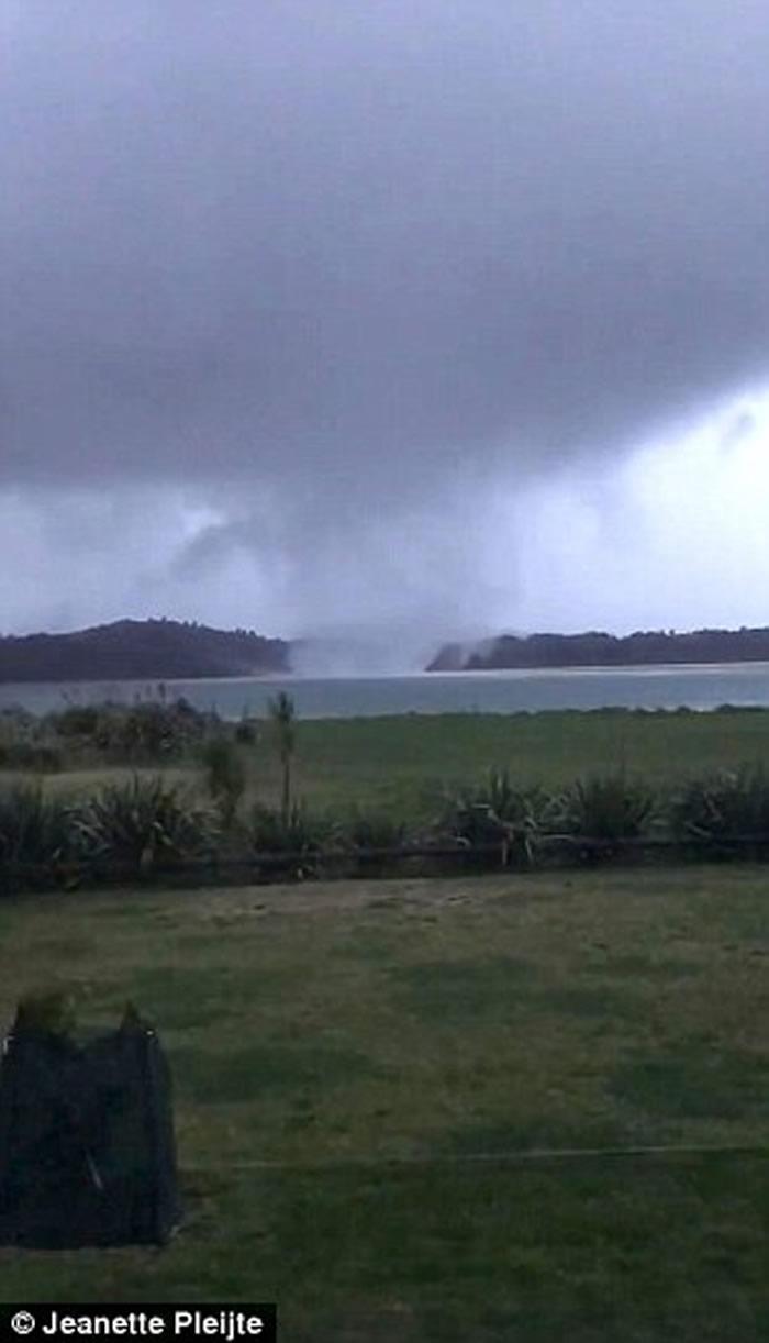新西兰受两股强烈龙卷风侵袭 掀起屋顶粉碎四散