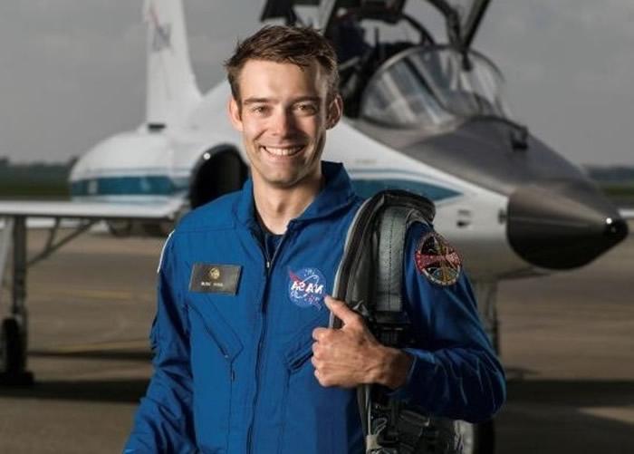 库林自愿退出NASA的宇航员训练计划。