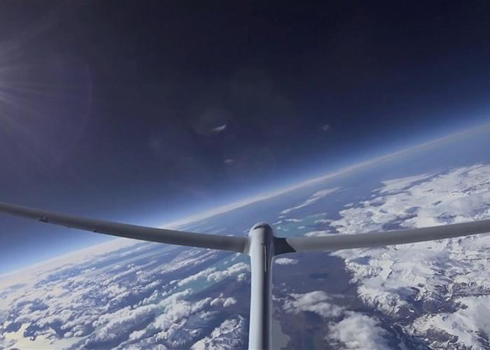 滑翔机创下无引擎高空飞行世界纪录。