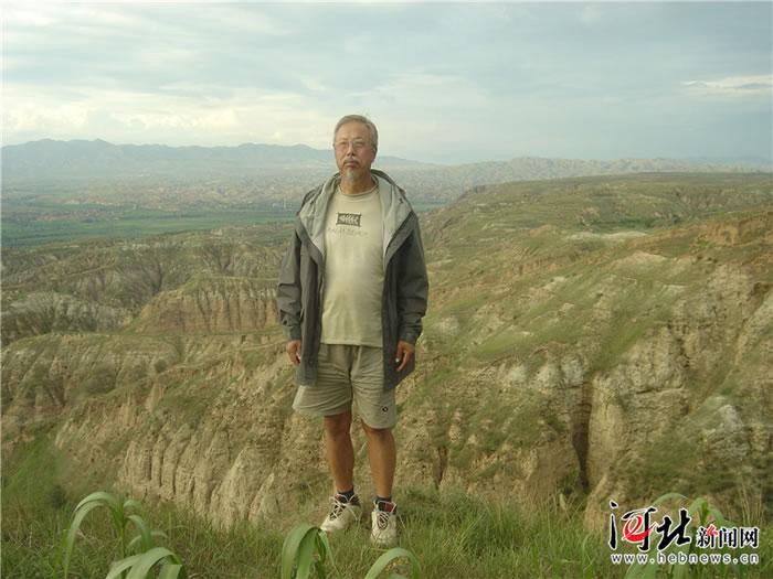 40多年来,卫奇的脚步踏遍了泥河湾盆地的沟沟坎坎。