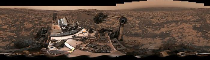 火星天空一片暗黄色。