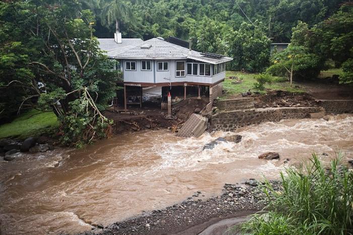 受飓风海伦影响,有夏威夷住宅遭洪水破坏。
