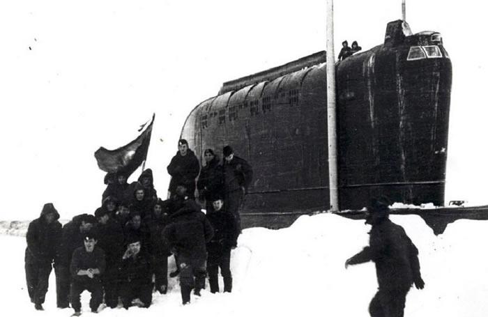 冷战时期苏联К-178核潜艇首次开始北极冰下航行