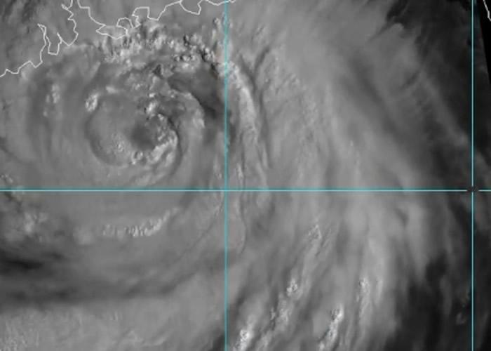 """亚洲地区遭超强台风""""山竹""""吹袭。"""