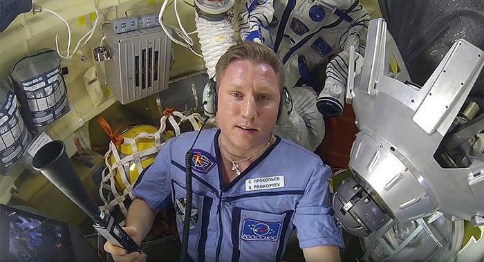 """俄罗斯宇航员普罗科皮耶夫在""""联盟""""号出现空气泄漏后愁白了头"""