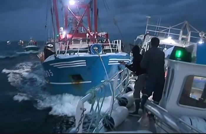渔民就英伦海峡打捞带子对抗多年