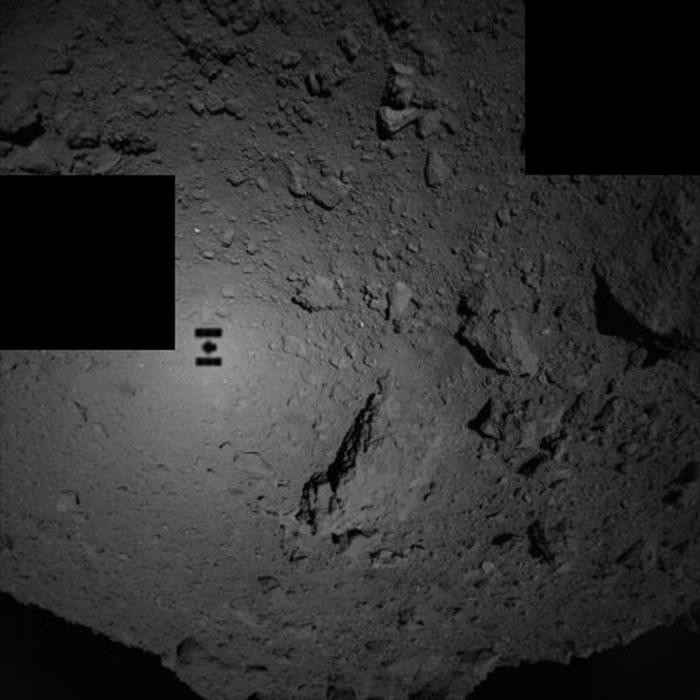 """日本""""隼鸟2号""""探测器向小行星""""龙宫""""表面释放两台着陆器"""
