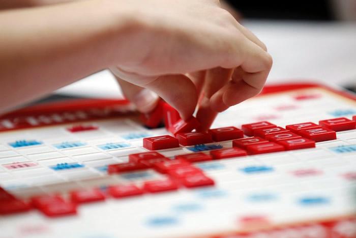 Scrabble拼字游戏风靡全球。
