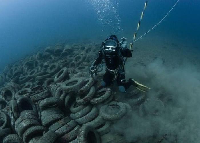 法国政府地中海暗礁计划失败 两年内需打捞2.5万个车胎