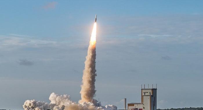 阿丽亚娜-5型运载火箭在法属圭亚那太空中心完成第100次发射