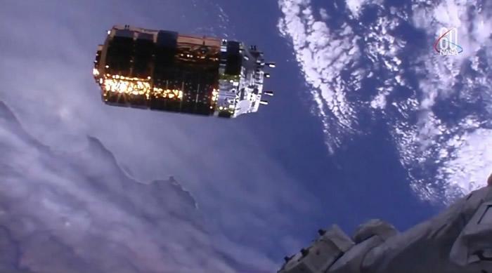 """日本无人货运飞船""""鹳""""7号抵国际空间站 将测试回收技术"""
