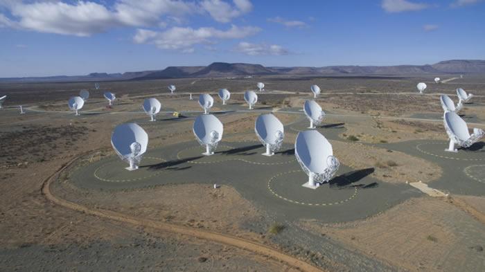 加入突破聆听项目:南非狐獴电波天文台射电望远镜开始寻找银河系中的外星人