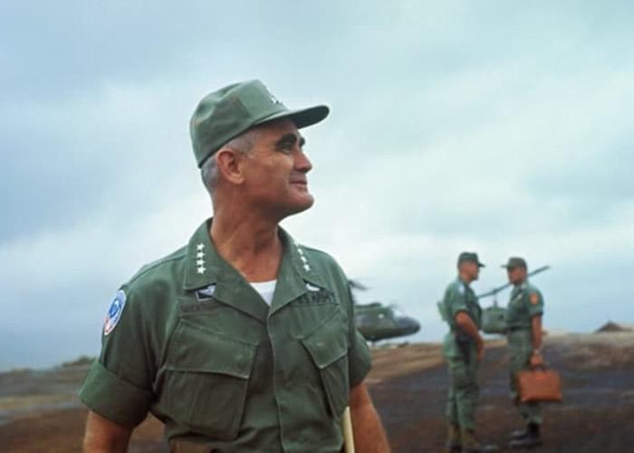 威斯特摩兰有意以核武对付北越部队。