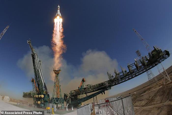 """运送国际空间站宇航员的俄罗斯""""联盟MS-10""""号宇宙飞船的火箭升空时出现故障"""