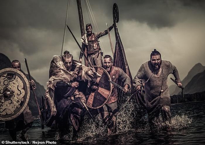 考古学家在挪威东南部发现维京人墓地和20米长的陪葬船
