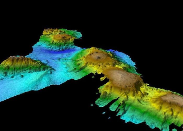 科学家将整个海底山群的形态描绘出来。