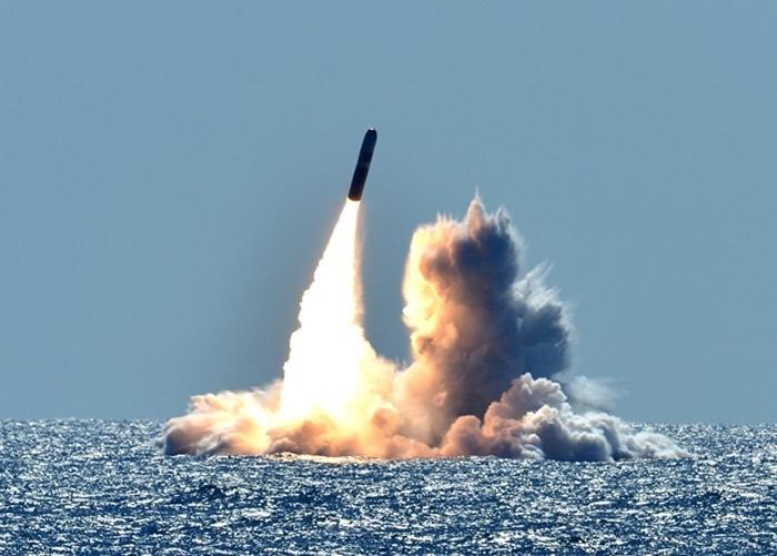 美军战略核潜艇发射潜射弹道导弹。
