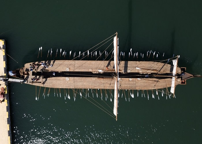 """""""奥林匹克号""""船身幼长。"""