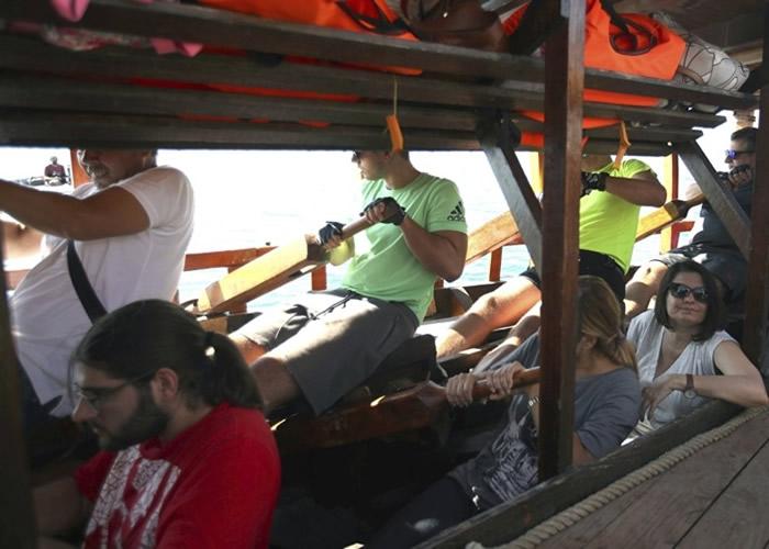 古希腊人划桨的座位相当狭窄。