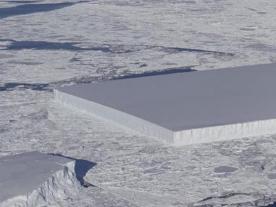 美国国家航空航天局(NASA)科学家在南极发现一座奇怪的方形冰山